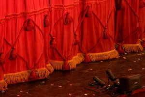 theatre_curtain-1000x-300x200
